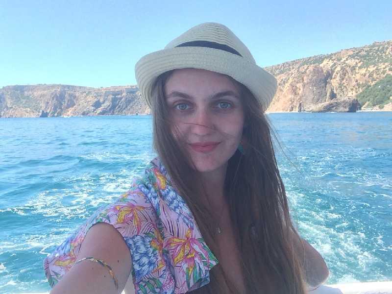 Ищу интересного человечка (попутчицу/ка) для небольшого путешествия в Грецию в июле-августе....