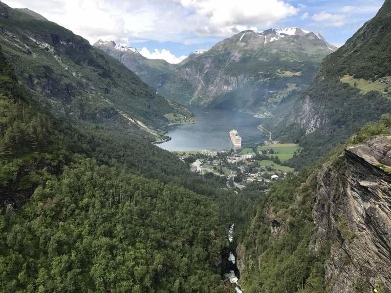 Привет! Собираем небольшую команду для поездки в Норвегию. Планируем ехать на наших автомобилях с...