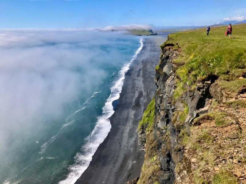 Едем компанией одиночек на машине по Исландии с легкими прогулками по достопримечательностям....