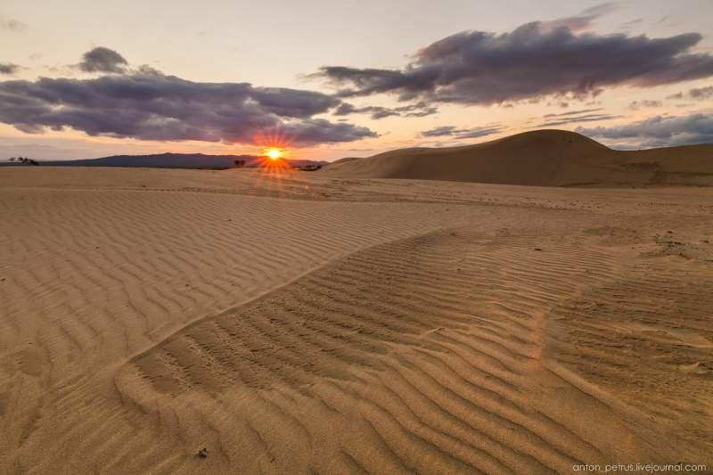 Джип тур в Монголию,  Улан Батар и окресности, пустыня Гоби с барханами 100—300м в высоту,...