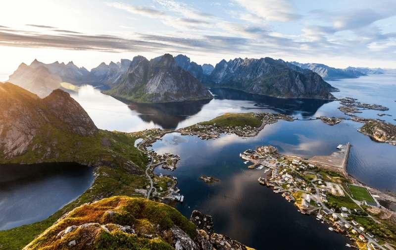 Еду на машине с палатками из Питера через Финляндии на Лофотены, затем через всю Норвегию на юг,...