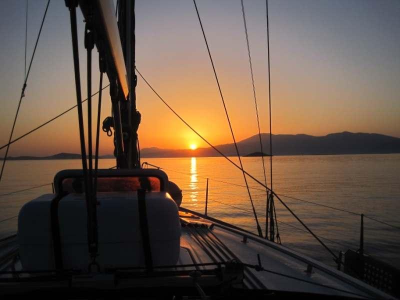Парусный катамаран в Средиземном море