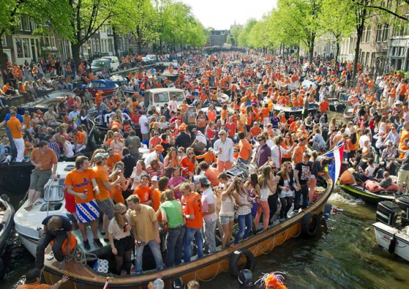Kingsday Amsterdam. Прилет 26 в Дюссельдорф, далее 3 дня Амстердам, потом Брюгге