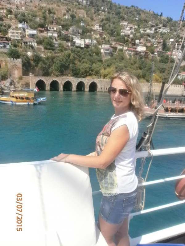 В июне на море мама с дочкой 11лет. Хотелось бы найти компанию . планирую  не дорогой отдых....