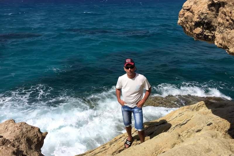 Путешествие на экзотическое побережье с белым песчаным пляжем, изумрудной, теплой волной...