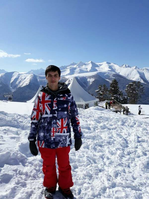 Хочу  покататься на сноуборде с милой веселой девушкой. Которая умеет кататься. Я оплачу...