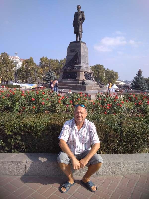 Боевую подругу в Крым :)