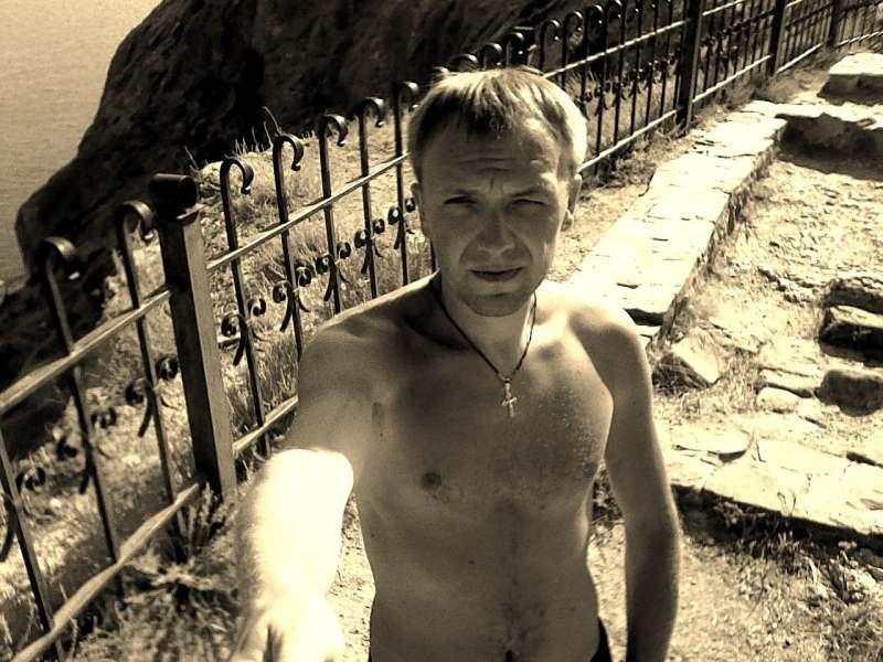 Добрый Вечер ! Собираюсь в Мае на своей машине в Крым на отдых , ищу попутчицу / попутчиц для...