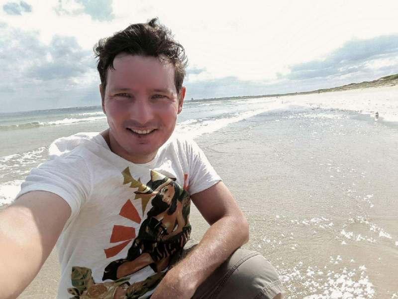Желательно знающего Бали человека, готового к активному отдыху а не просто тюленить на песочке.