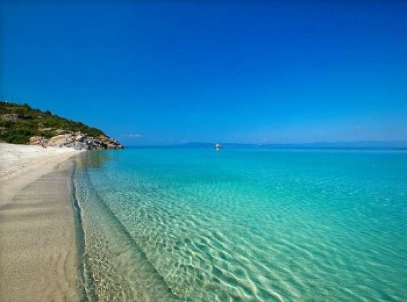 Ищу попутчицу для совместного путешествия в Грецию. Вылет из Мск. Я без вредных привычек,...