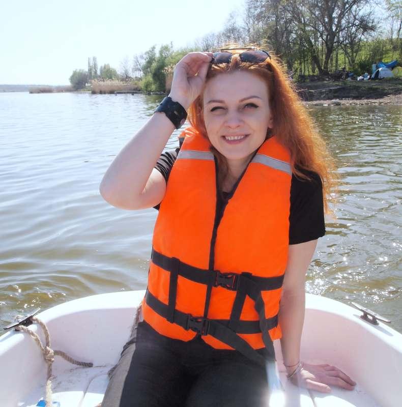Всем привет!С 28-ого по 11 июня еду в Крым.Ищу смешливую попутчицу, которой море по колено и горы...
