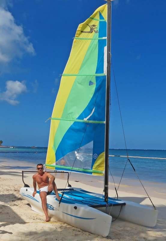Позитивный пляжный отдых с приятной, коммуникабельной попутчицей)...