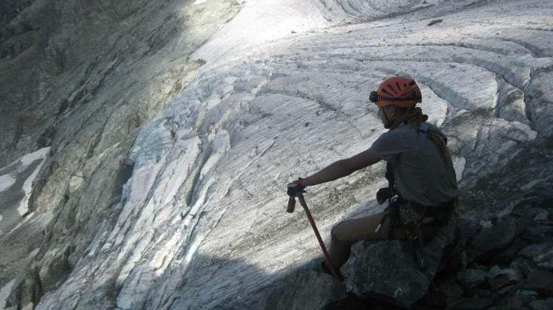 Планирую сгонять в Краснодарский край/Абхазию с палаткой бомж-стайл. Гулять по горам, пещерам,...