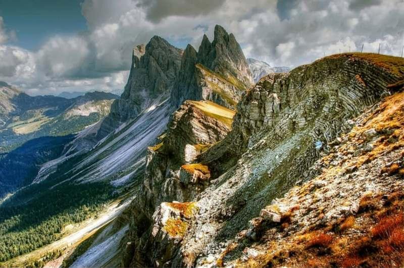 В альпийскую Европе приглашаю адекватную попутчицу. Программа: города, пешие прогулки по горам и...