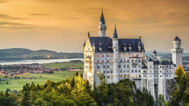 Ищу веселую, интересную компанию, чтобы воплотить в жизнь мою мечту: посетить замок Нойшвайштайн,...