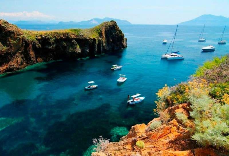 Поход на яхте по Липарским островам.