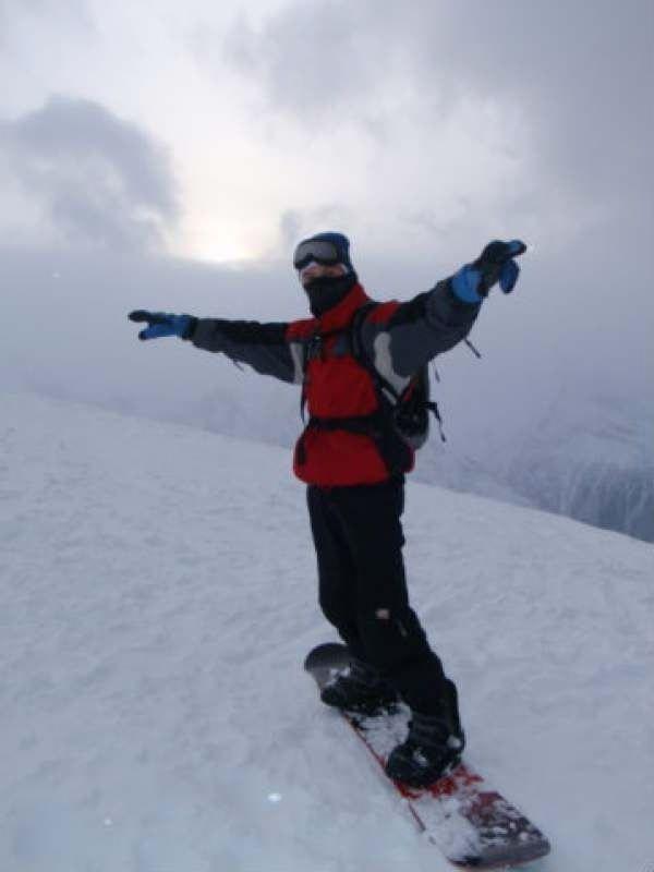 Хочу поехать с сыном (6 лет). Отдыхать, приобщать к горам и ставить на доску или лыжи сына. Ищу...
