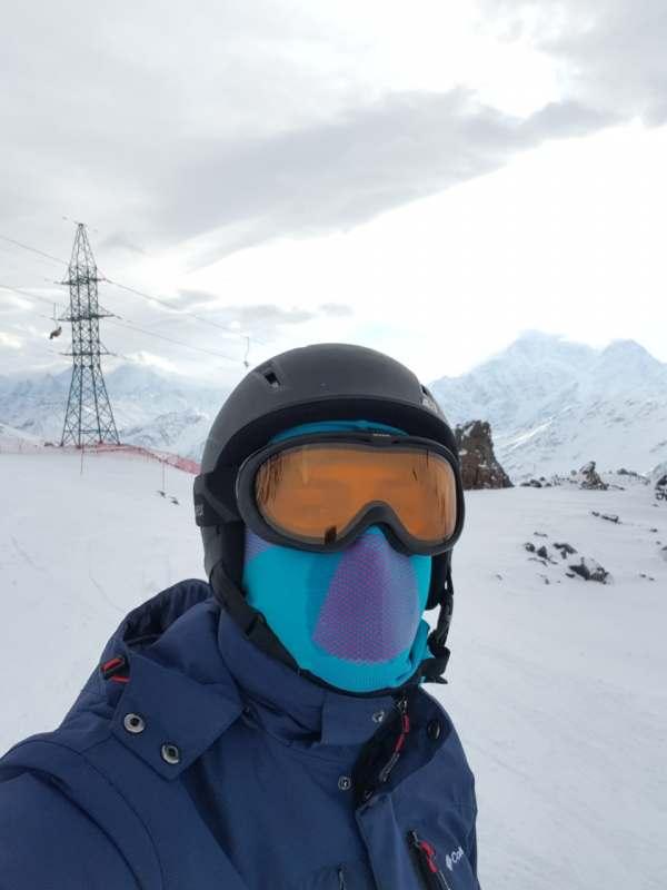 Всем привет я живу не далеко от эльбруса часто ездию на машине кататься на лыжах, друзья не...