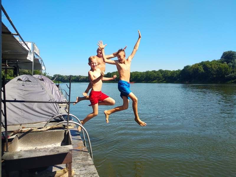 Поездка на Камчатку содержит: сплав по реке 3-4 дня, восхождение на авачинскую сопку, горячие...