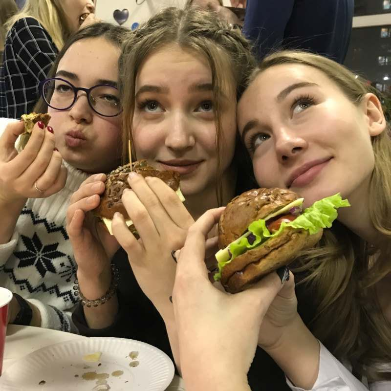 Ищем девочек в путешествие на две недели по Европе (Франция, Германия, Бельгия, Нидерланды,...