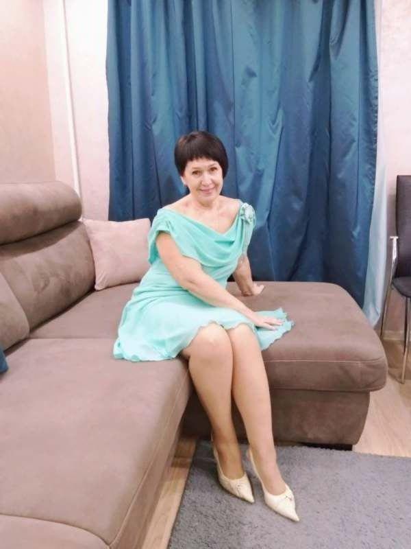 Женщину 55-58 лет.. позитивную.. общительную.. без вредных привычек...