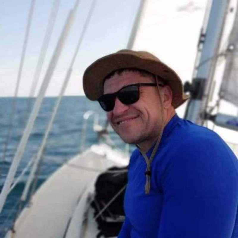 Приглашаю двух девушек до 35 лет на яхтинг по островам Греции .Старт из Афин 13.06. all...