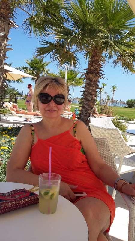 Пляжный отдых, тёплое море, хорошая компания, отдых можно совмещать с экскурсиями. Со страной...