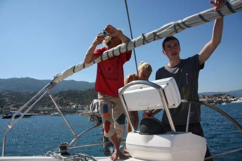 Арендуем в Афинах 13 метровую комфортабельную парусную яхту и путешествуем по красивейшим...