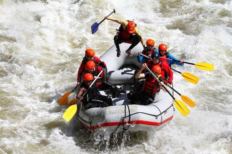 Гребём на рафтинг по реке Шуя.У нас веселая компания, примерно 6 человек, необходимо набрать 9...