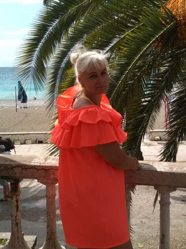 Люблю пляжный отдых и экскурсии,коммуникабельная,не курю, алкоголь в меру.