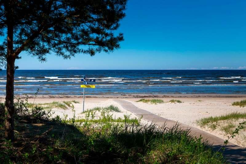 Мечтаю сбежать в июле/августе из душной Москвы в прохладу Балтийского моря. Сосны, широкие пляжи,...
