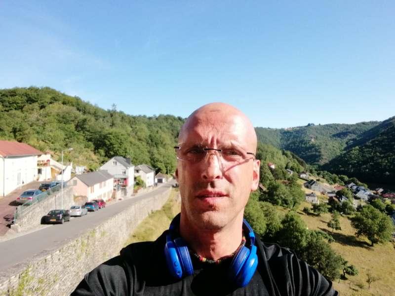 Люксембург. Путешествие по стране. Я живу Люксембурге 3 года. Ищу весолова молодого юношу.
