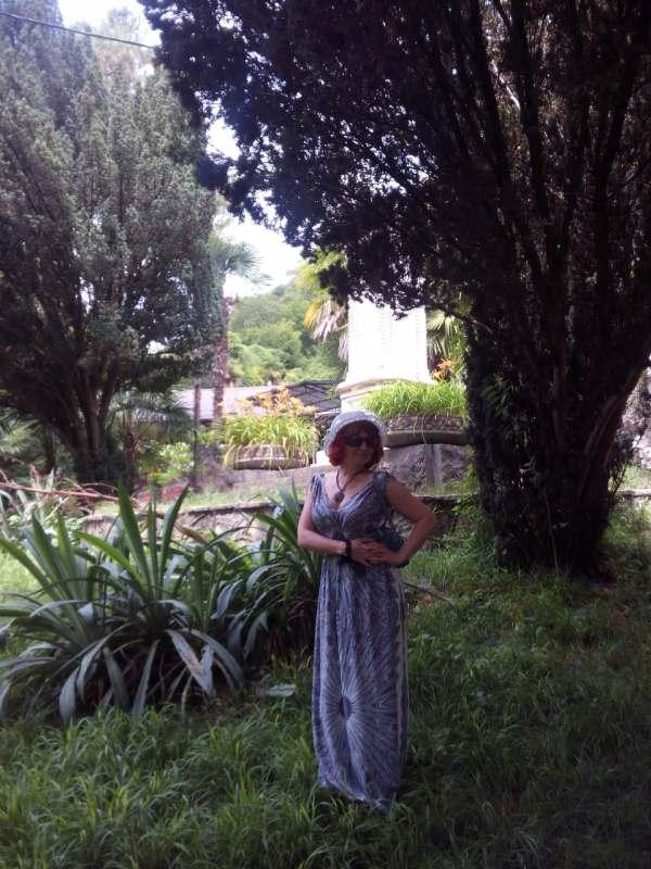 Ищу попутчицу для отдыха в Абхазиии!! Интересна взрослая женщина  от 40 до 60 лет, без вредных...