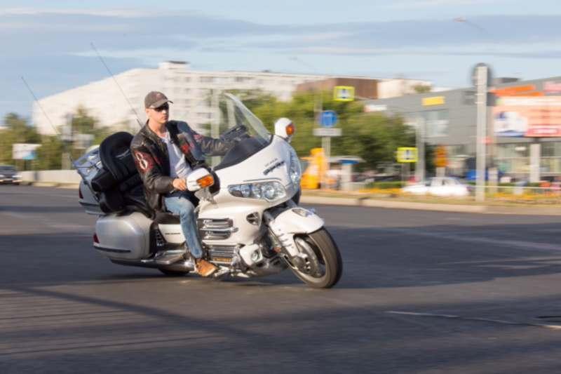 Еду в Крым на 25 дней в августе на мотоцикле gold wing, ищу девушку. Максимальный бюджет 65000