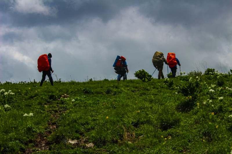Интересует трекинг поход с палатками на 3-5 дней.   Кавказ, Краснодарский край, Оштен, Домбай....